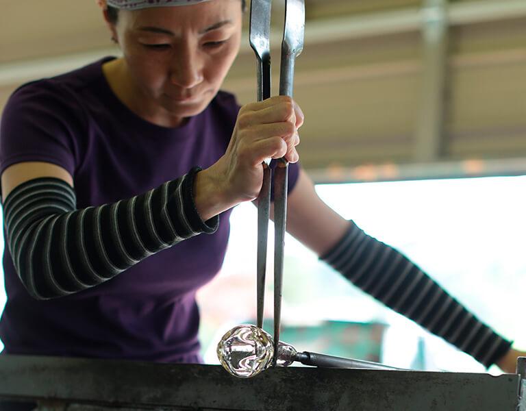 ガラス作家、江本三紀
